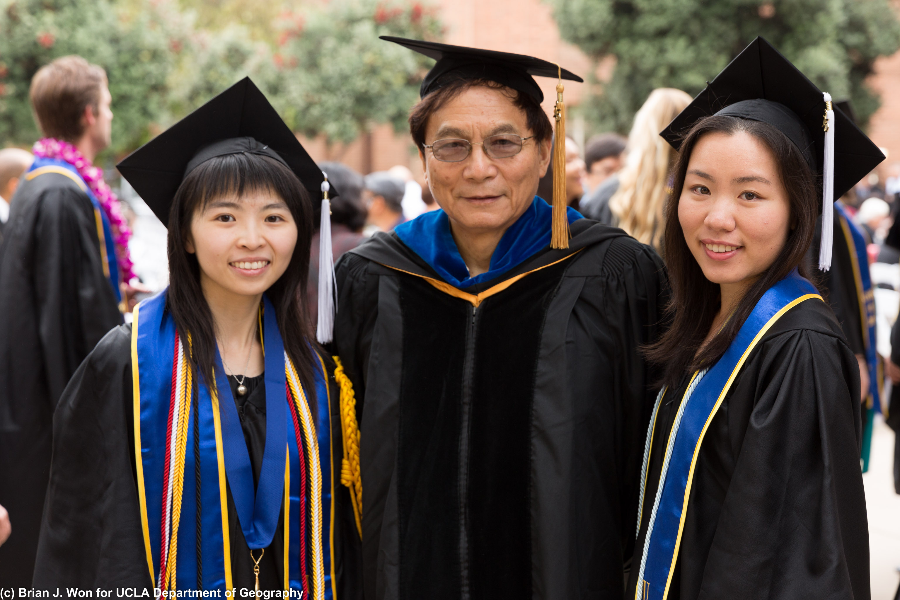 Professor Xue with students
